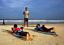 India-Surf-Tours---learning-to-surf