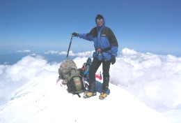 Mountaineers from Armenia climb Elbrus