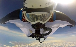 Record jump with wingsuit