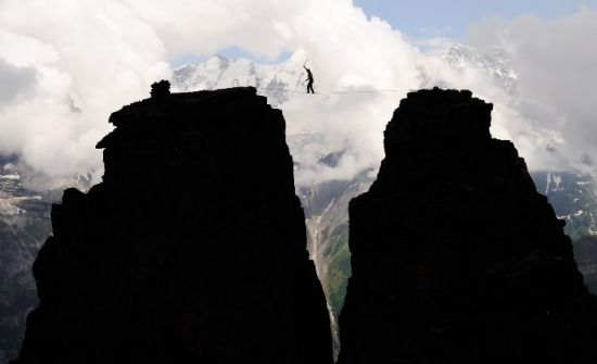 Stephan Siegrist passes the highest highline in Europe