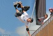 48-летний скейтбордист «крутанул» сальто в два с половиной оборота после съемок в Симпсонах